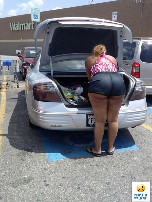 Thick ass in walmart